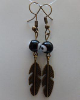 Boucles d'oreille plume oeil noir