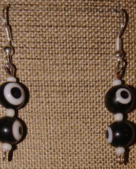 Boucles d'oreilles oeils noirs perles de rocaille blanches