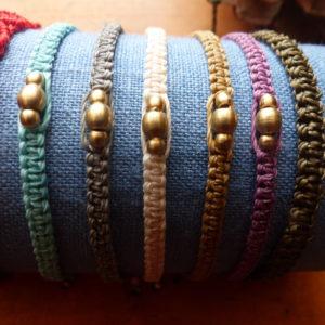 Read more about the article Le bracelet paracorde: bracelet de survie