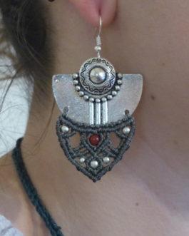 Boucles pendantes macramé argenté gris cornaline