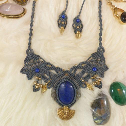 collier macramé bleu gris lapis-lazuli